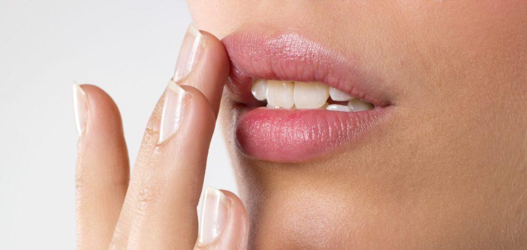 Бальзам помады для губ бесцветный Lip Essence 3 г Yu.R Корея